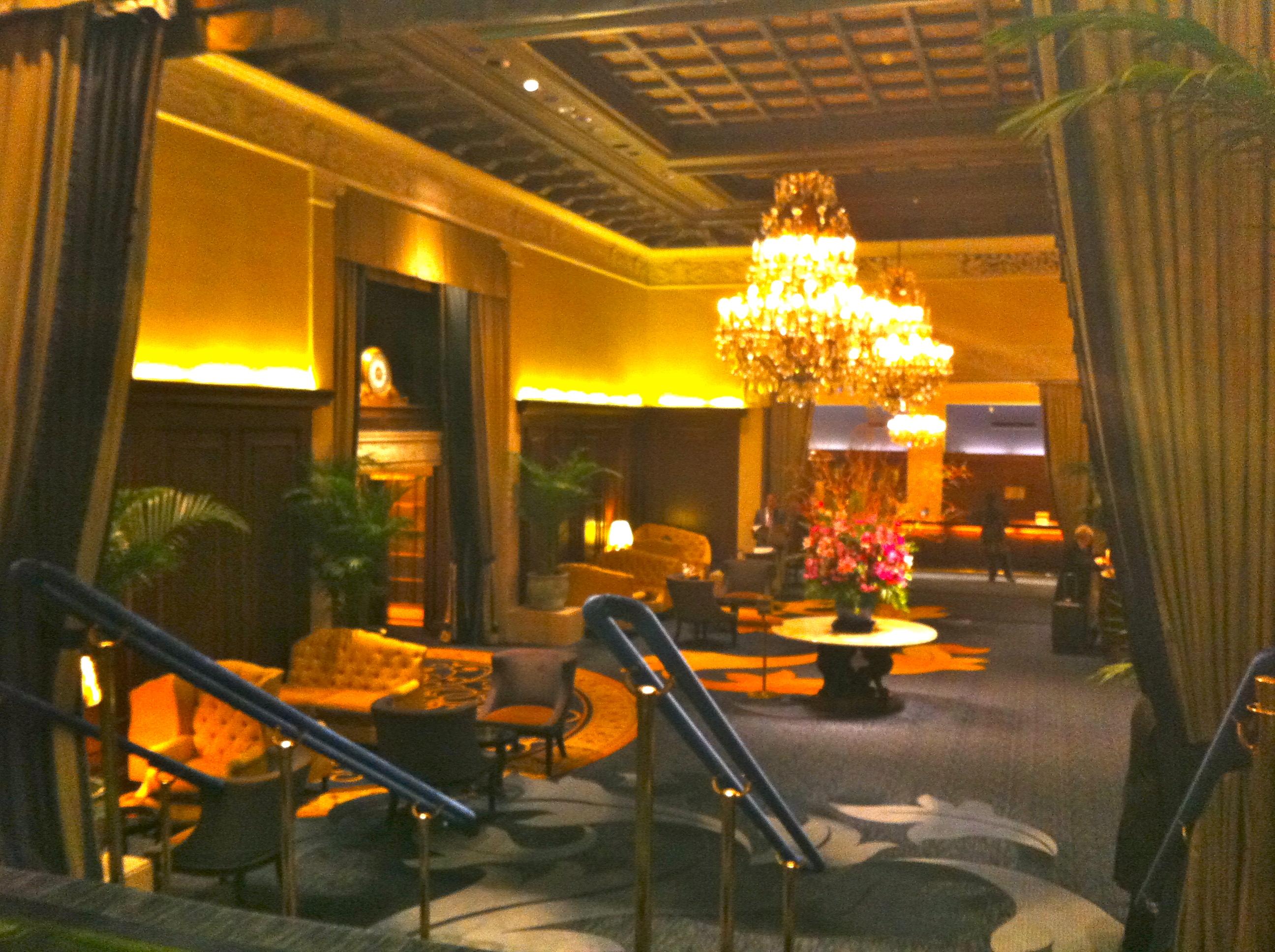 Pretty hotel the drake hotel chicago for Drake hotel decor